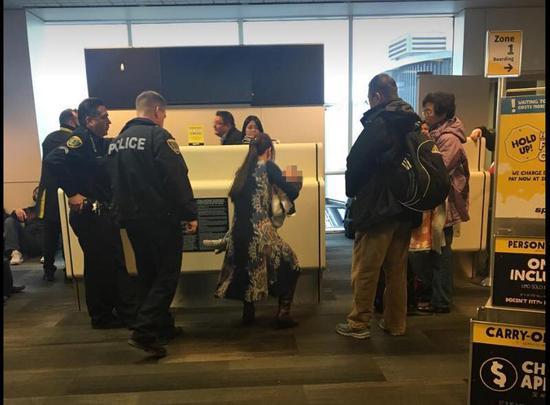 华裔钢琴家一家在美被赶下飞机 被骂滚回中国