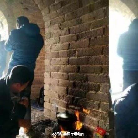 驴友长城做饭熏黑墙体 不配合调查强行下山