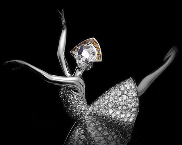 梵克雅宝Émeraude en majesté高级珠宝系列芭蕾舞伶胸针赏析