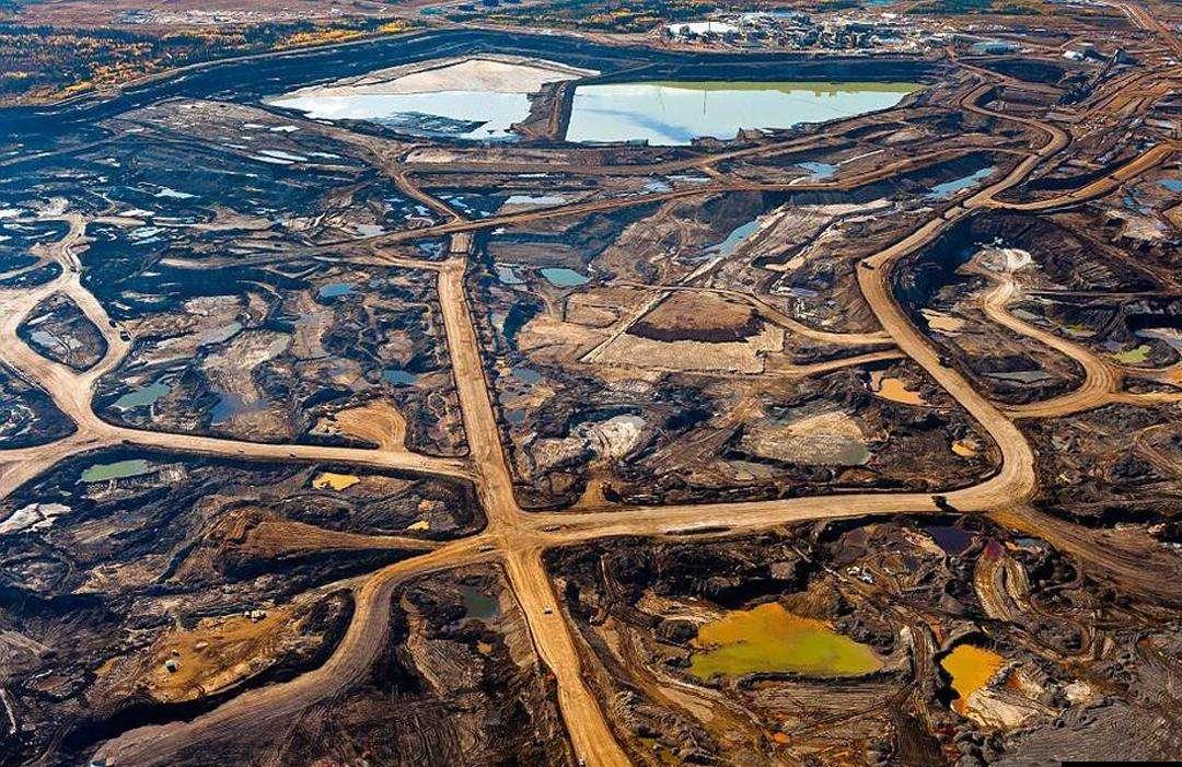 加拿大阿尔伯塔省,油砂地区的鸟瞰图