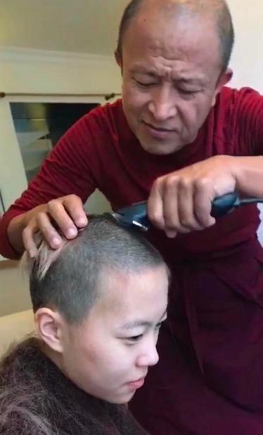 窦靖童工作室回应:剃光头发纯粹为了重新长