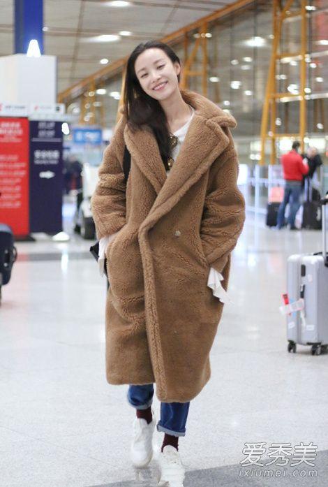 冬天明星街拍穿搭示范 泰迪熊大衣是真的暖和