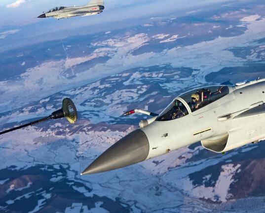 大机群空中加油训练 提升部队远程机动作战能力
