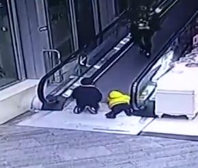 男童电梯夹断手指 断指未能找到