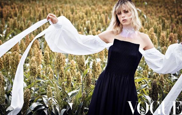 超模Edie Campbell登上《VOGUE服饰与美容》杂志封面