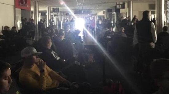 美国机场突发停电 航班起降被迫延迟