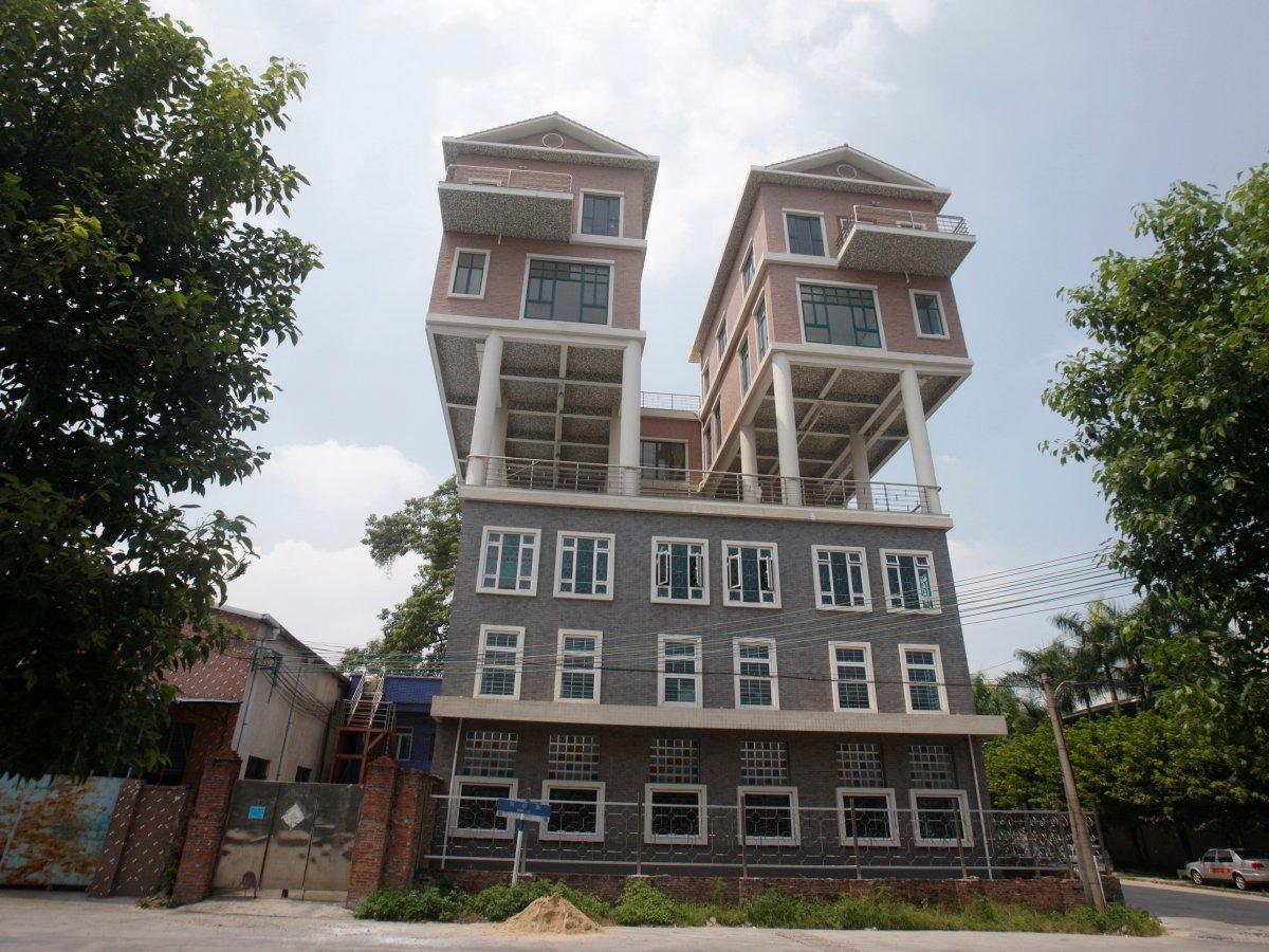 工厂顶部住宅<br /> 这些住宅位于中国广东省东莞市工厂屋顶上。它们建造于2011年,由于住宅过大,属于违法建筑。