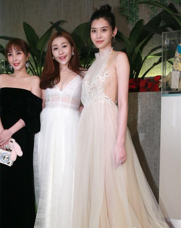 奚梦瑶佩戴戴比尔斯钻石珠宝璀璨出席活动晚宴 尽显迷人魅力