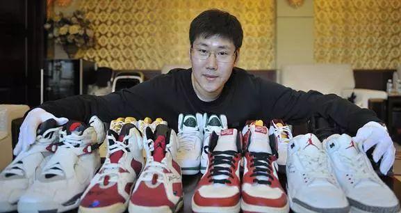 """小伙收藏15双""""乔丹亲穿""""球鞋 9双球鞋估值百万"""