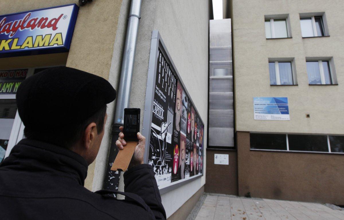 最窄住宅<br /> 以色列作家埃德加&middot;凯里特(Edgar Keret)在波兰首都华沙建造的&ldquo;凯里特之家&rdquo;位于两栋建筑之间,平均宽度仅1.5米,被称为世界上最窄的房屋。凯里特说,他建这栋住宅主要为纪念父母的家人,他们都在大屠杀中遇难。