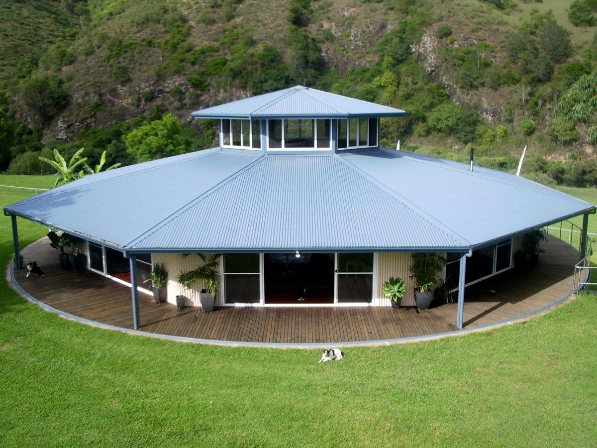 八边形住宅<br /> 这栋三居室八边形住宅建在澳大利亚一个旋转平台上。这栋房屋造价70万美元,每隔30分钟可以自动旋转。