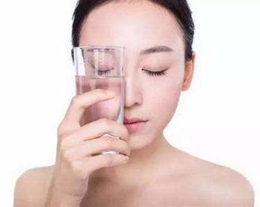 冬季女人如何给肌肤补水?试试这些方法吧