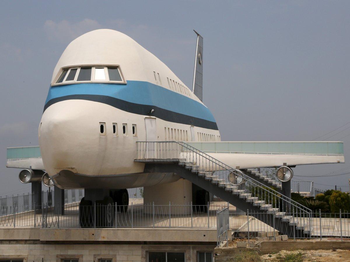 飞机住宅<br /> 尼日利亚的住宅并非世界上唯一的飞机住宅,位于黎巴嫩北部的这栋住宅将飞机概念发挥得淋漓尽致。