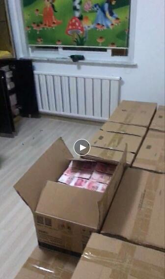 居民楼现2亿钞票 用坏了三个点钞机