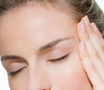 女人眼角出现皱纹怎么办?不要熬夜多吃维生素