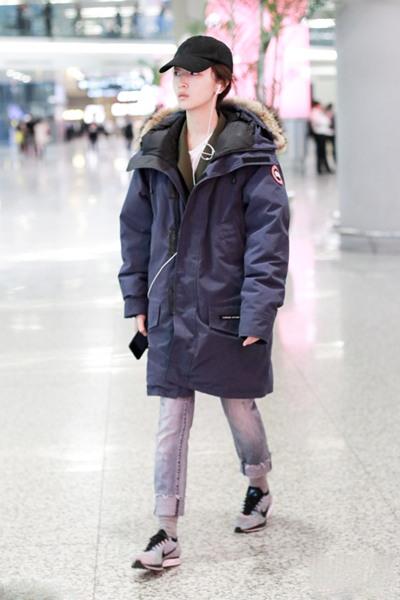 跟明星学穿衣搭配造型 派克大衣才是最时髦存在