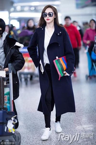 明星服装流行趋势示范 大衣+球鞋冬日也能健步如飞