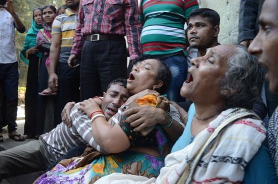 孟加拉国警方用武力维护秩序发生踩踏