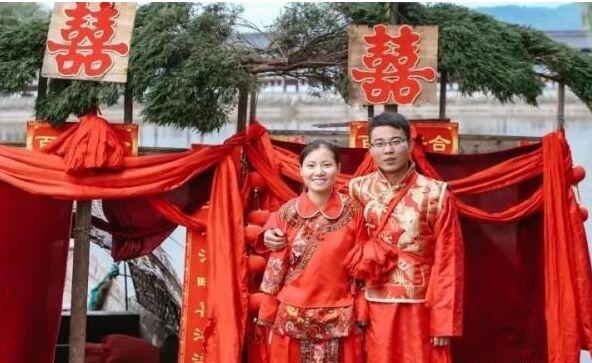演一百场新郎新娘 如今这对年轻人真的要结婚了!