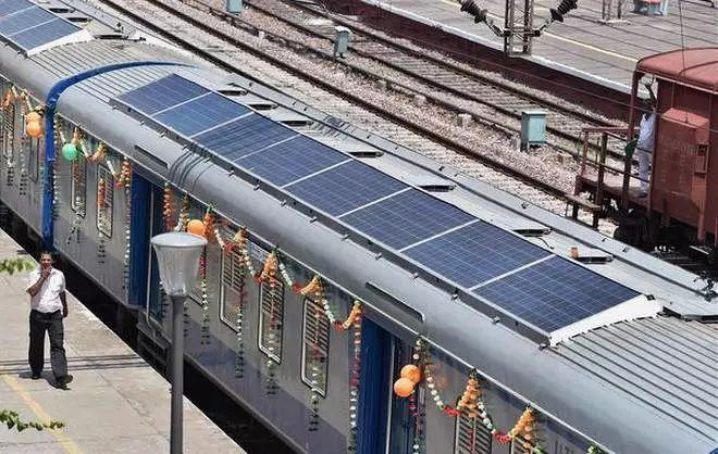 澳大利亚日前太阳能与铁路有新进展 第一量太阳能火车投运