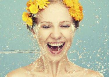 肌肤补水的正确方式:补水不是狂喝水