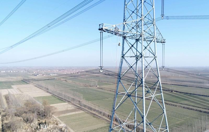 山东特高压完成首席带电消缺 电力维修技术达到世界领先