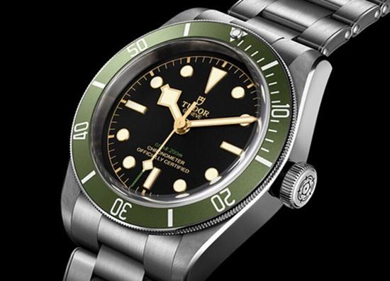 帝舵推出全新都铎王朝遗产黑海湾系列哈罗兹绿色腕表