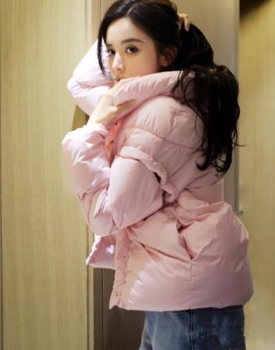 冬季服装流行趋势示范 古力娜扎带你一起粉粉哒