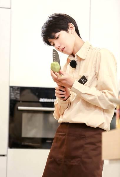 王源妈妈要求儿子学做饭