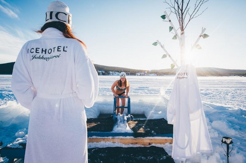 从今年3月开始,人们就已经从托恩河收集了大约5000块冰。