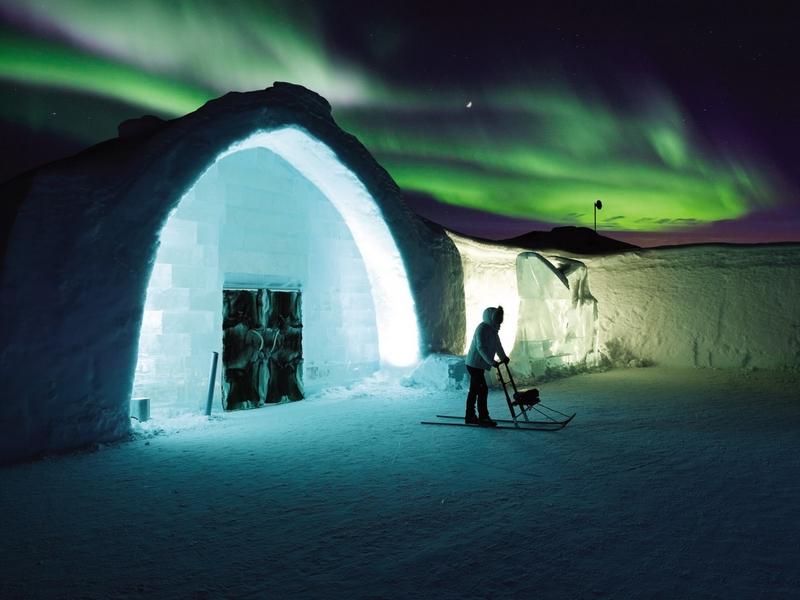 除此之外,冰旅馆还会举办一些活动,比如,北极瑜伽、跑步、越野滑雪、桑拿等,来让人们体验北极运动。