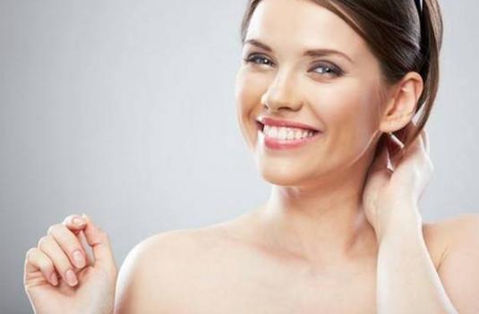 冬季女人如何保养肌肤?适度化妆注意补水