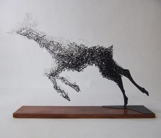 消失的雕塑展现型动之美