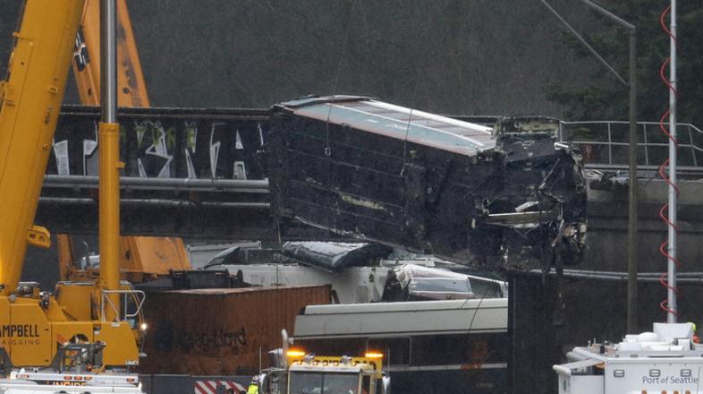 """美列车脱轨前疯狂""""飙车"""" 导致至少3死十伤"""
