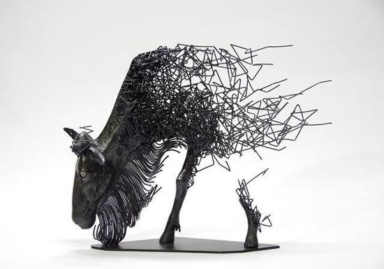 面对雕塑每一个人都有自己的解读!