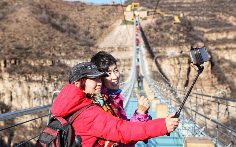 河北悬跨式玻璃桥开放