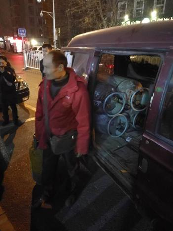 朝阳区开展安全隐患排查 查获一辆非法运输液化气面包车