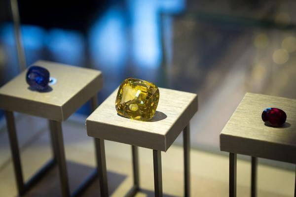 新加坡高端定制珠宝品牌VIVIANNA.J隆重举办宝石鉴赏分享会
