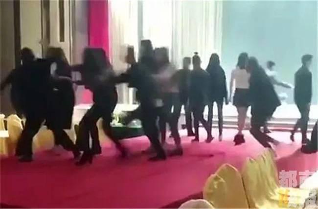 西安20多名模特遭殴打 被打者有一名女性已怀孕