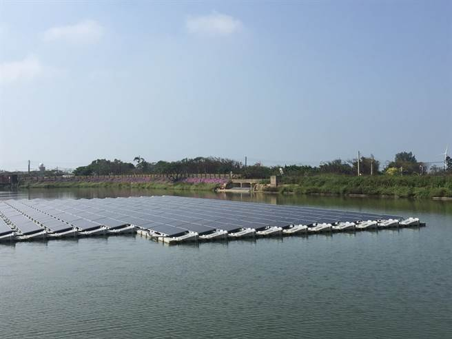 水利署近日宣布将提高投资积极发展水域型太阳能