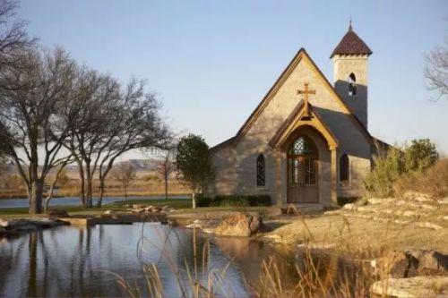 还有专属教堂。