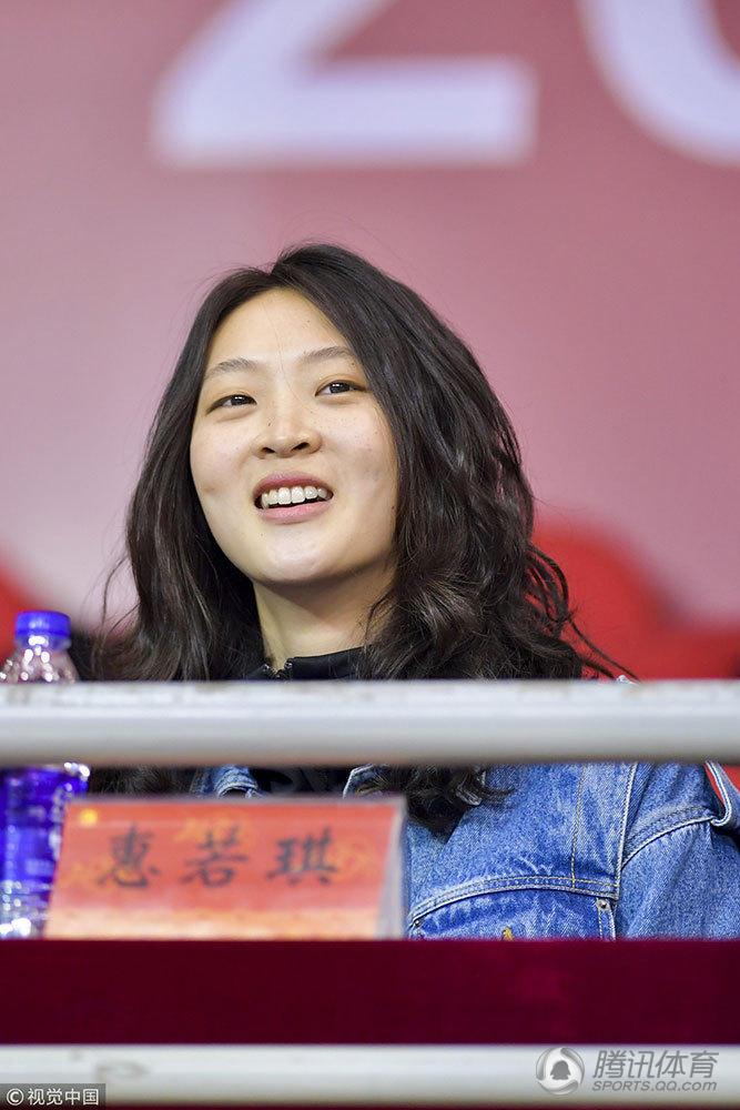 惠若琪观战江苏女排比赛