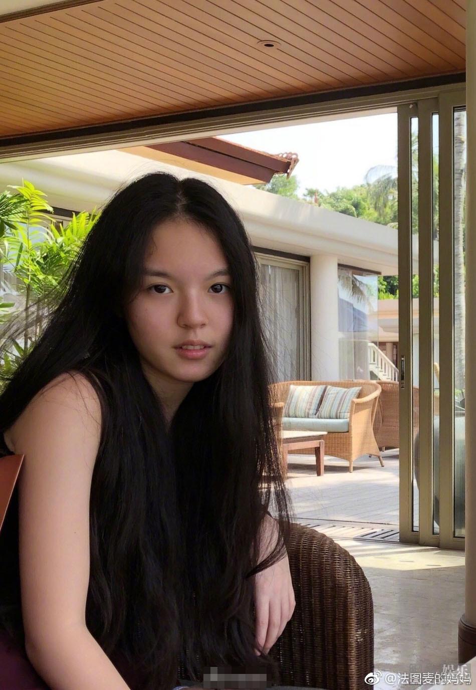 李咏15岁女儿近照曝光