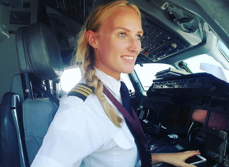 荷兰美女飞行员晒照走红 短短时间收获8万粉丝