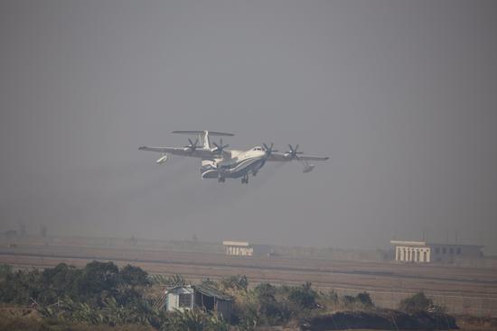 国产水陆两栖大飞机AG600首飞成功 一次可救50名海上遇险人员