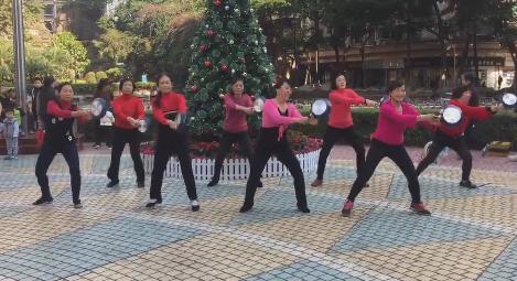 广场舞大妈跳吃鸡舞 有一种难以言表的萌感