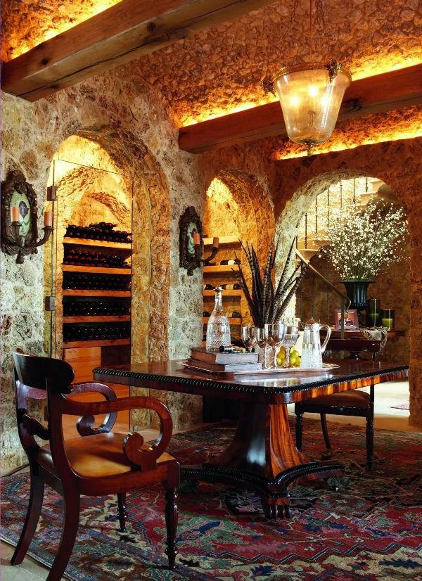 独立酒窖,珍藏着世界各地的昂贵美酒。