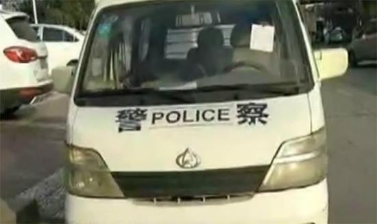 官方回应群众给警车手写开罚单:正执行公务