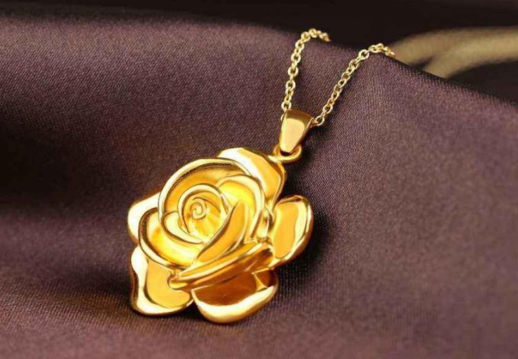 其实首饰克数没有一个定量的标准,根据自己的体型决定购买多少克的黄金项链,如果是体型比较丰满的女士,最好选择10克以上的黄金项链,而身材比较苗条的女士可以选择3-6克的黄金项链。