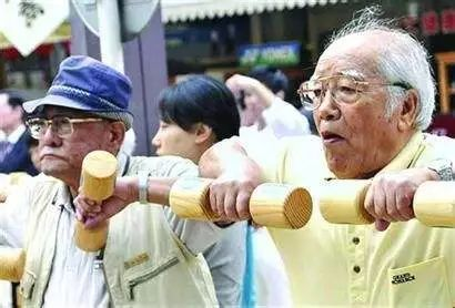 日本突然公布噩耗:2053年人口跌破1亿 人口40%是老人